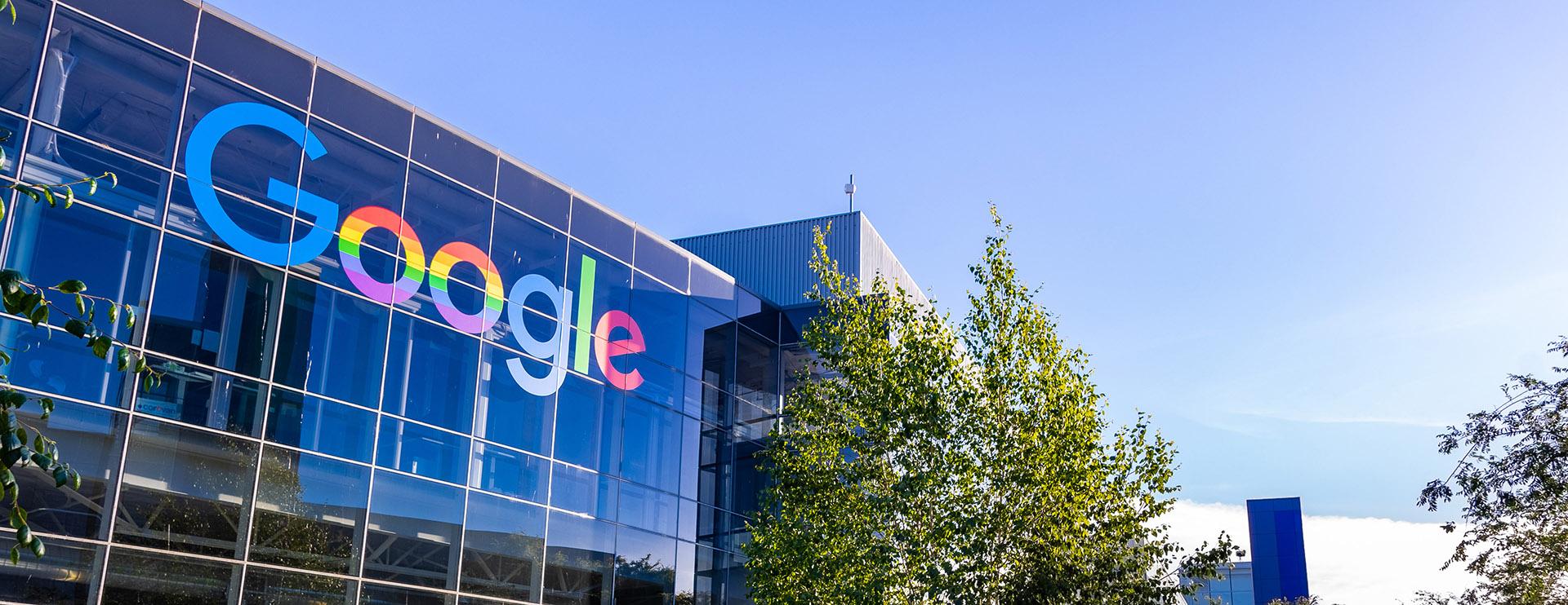 1,07 miljard aan aandelen verkocht door de oprichters||van Google